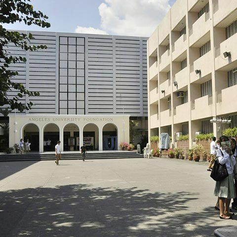 angeles-university-building front
